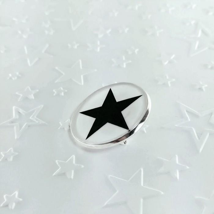 Broche badgi black star 1 0 700