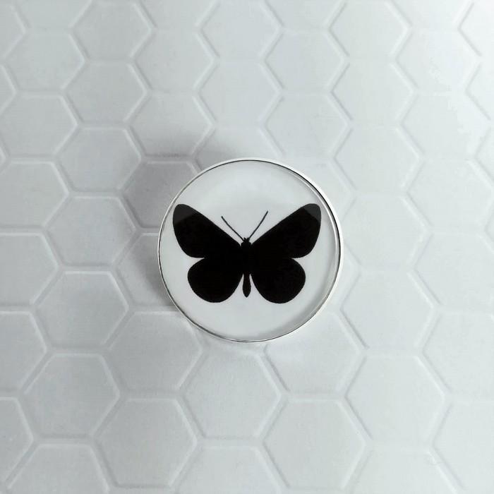 Broche badgi moth 0 0 700