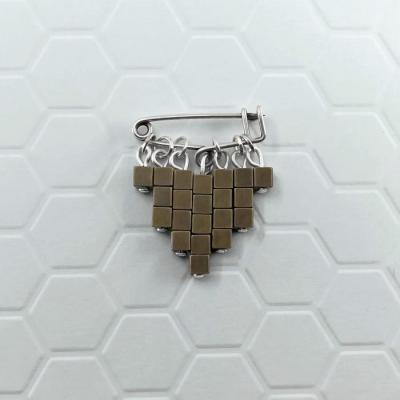 Broche Cubic bronze